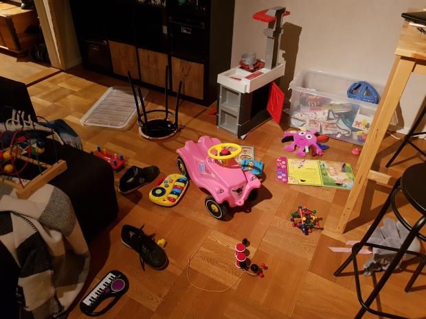 Kaos och stökigt hemma med småbarn