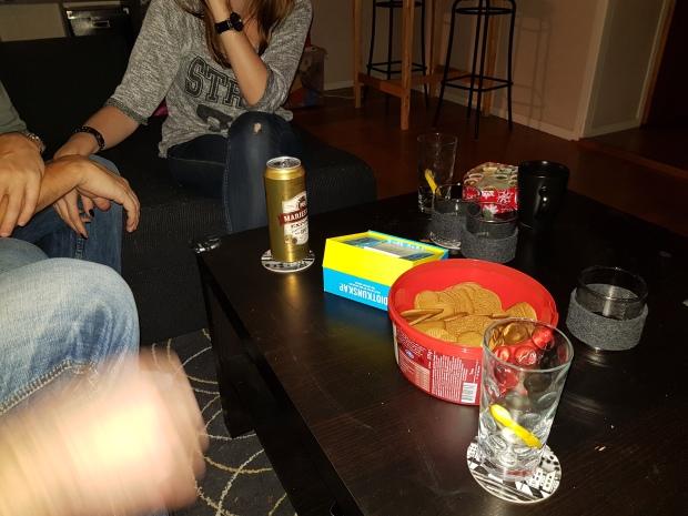 Spelkväll med vänner och pepparkakor